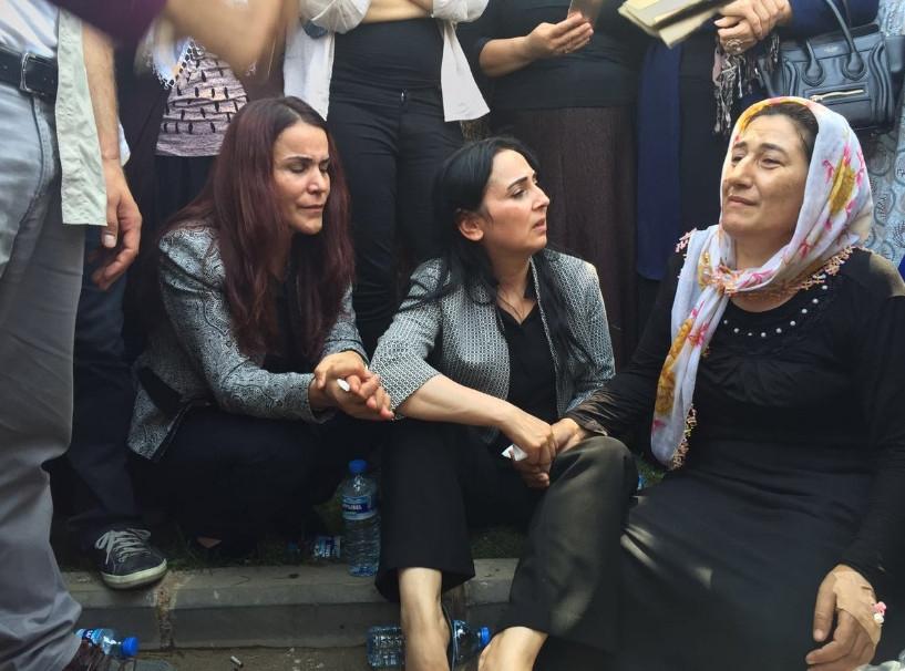 Antep'te bombalı saldırı: En az 50 kişi hayatını kaybetti galerisi resim 27