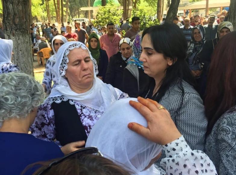 Antep'te bombalı saldırı: En az 50 kişi hayatını kaybetti galerisi resim 32