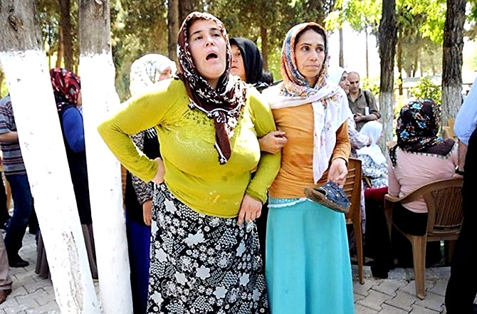 Antep'te bombalı saldırı: En az 50 kişi hayatını kaybetti galerisi resim 35