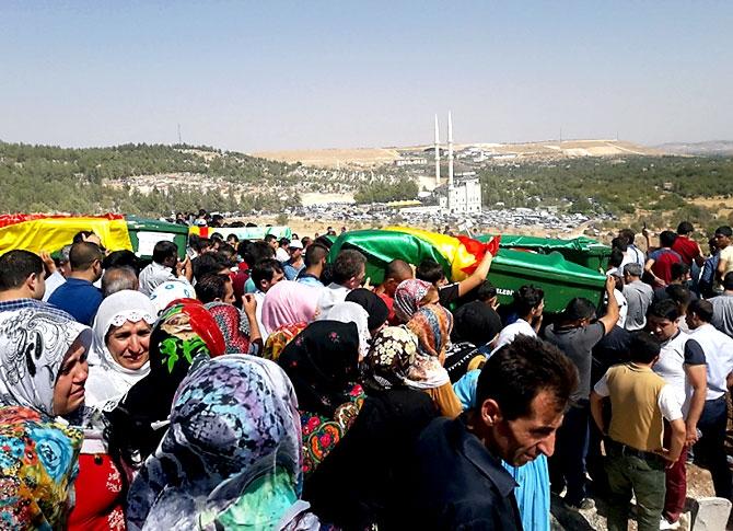 Antep'te bombalı saldırı: En az 50 kişi hayatını kaybetti galerisi resim 36