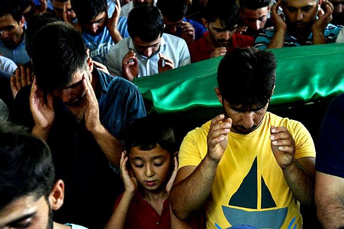 Antep'te bombalı saldırı: En az 50 kişi hayatını kaybetti galerisi resim 39