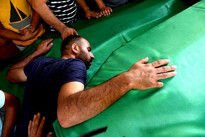Antep'te bombalı saldırı: En az 50 kişi hayatını kaybetti galerisi resim 42
