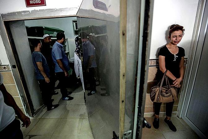Antep'te bombalı saldırı: En az 50 kişi hayatını kaybetti galerisi resim 44