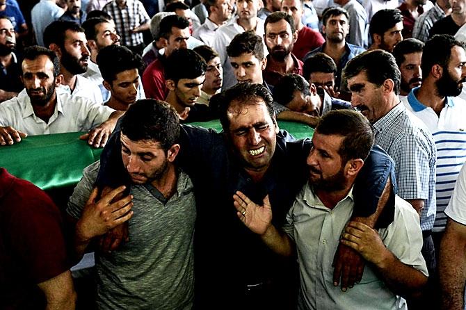Antep'te bombalı saldırı: En az 50 kişi hayatını kaybetti galerisi resim 47