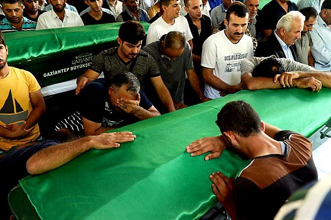 Antep'te bombalı saldırı: En az 50 kişi hayatını kaybetti galerisi resim 50