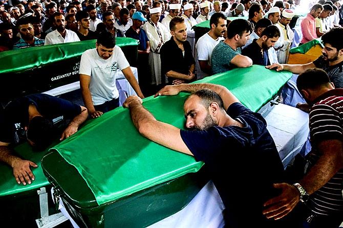 Antep'te bombalı saldırı: En az 50 kişi hayatını kaybetti galerisi resim 51
