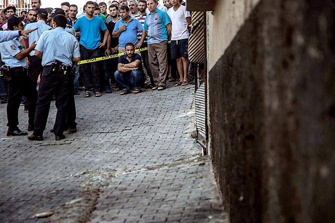 Antep'te bombalı saldırı: En az 50 kişi hayatını kaybetti galerisi resim 55