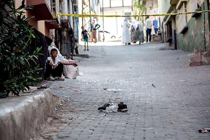 Antep'te bombalı saldırı: En az 50 kişi hayatını kaybetti galerisi resim 57