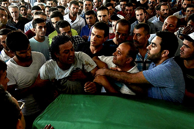 Antep'te bombalı saldırı: En az 50 kişi hayatını kaybetti galerisi resim 68
