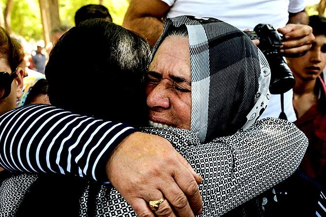 Antep'te bombalı saldırı: En az 50 kişi hayatını kaybetti galerisi resim 69