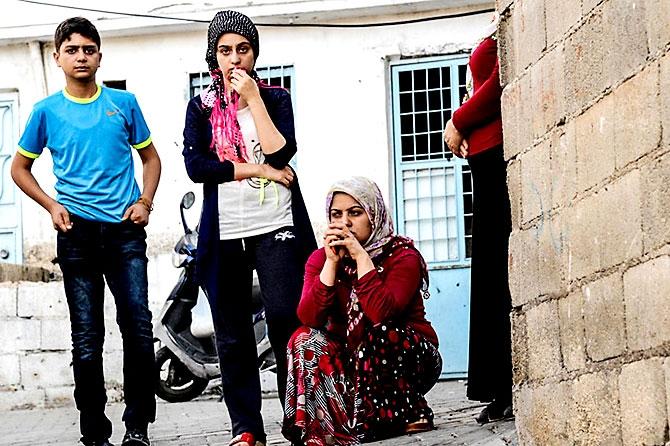 Antep'te bombalı saldırı: En az 50 kişi hayatını kaybetti galerisi resim 70