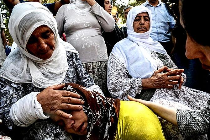 Antep'te bombalı saldırı: En az 50 kişi hayatını kaybetti galerisi resim 75
