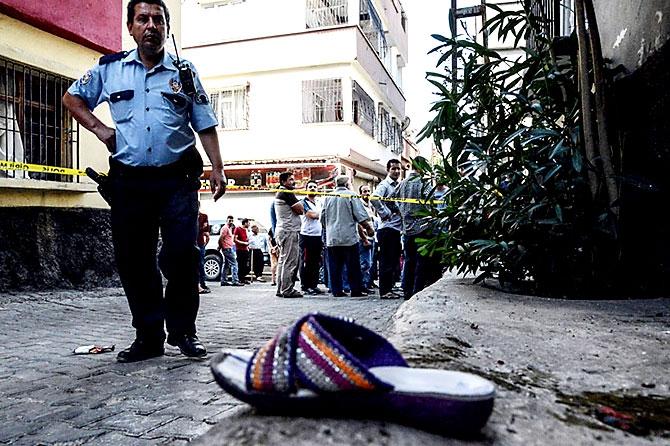 Antep'te bombalı saldırı: En az 50 kişi hayatını kaybetti galerisi resim 76