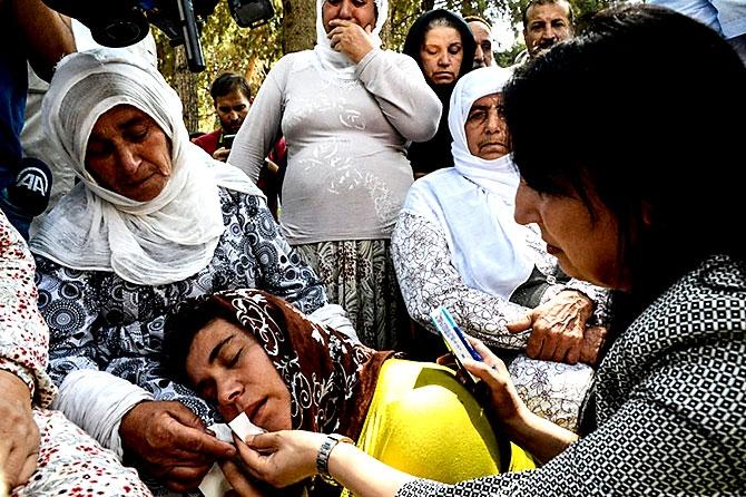 Antep'te bombalı saldırı: En az 50 kişi hayatını kaybetti galerisi resim 77