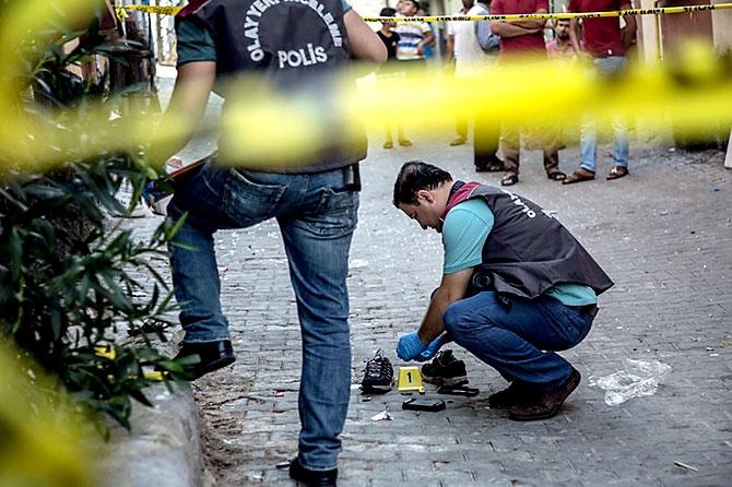 Antep'te bombalı saldırı: En az 50 kişi hayatını kaybetti galerisi resim 85