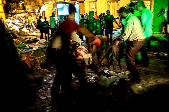 Antep'te bombalı saldırı: En az 50 kişi hayatını kaybetti galerisi resim 9