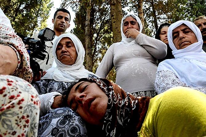 Antep'te bombalı saldırı: En az 50 kişi hayatını kaybetti galerisi resim 92