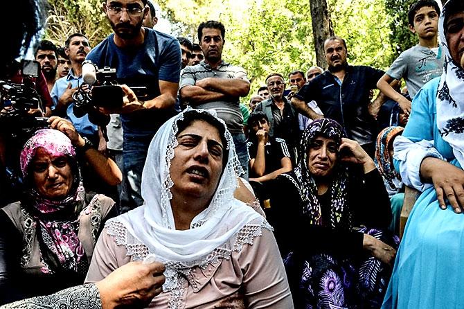 Antep'te bombalı saldırı: En az 50 kişi hayatını kaybetti galerisi resim 93