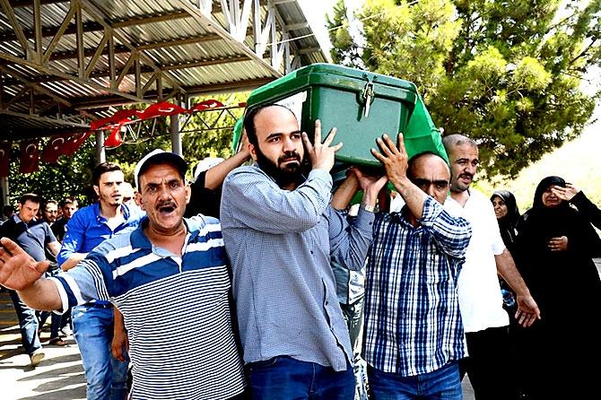 Antep'te bombalı saldırı: En az 50 kişi hayatını kaybetti galerisi resim 95