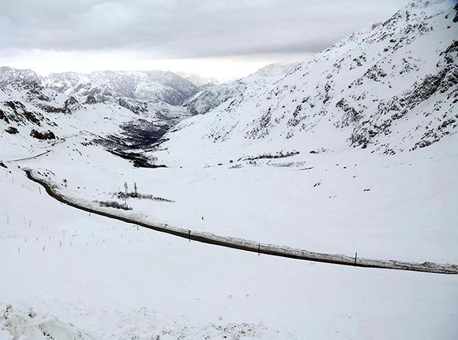 Hawraman Taht köyünde kar manzarası galerisi resim 1