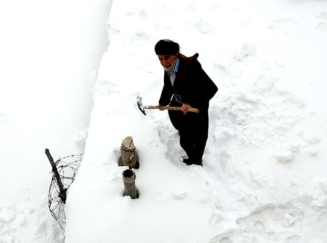 Hawraman Taht köyünde kar manzarası galerisi resim 2