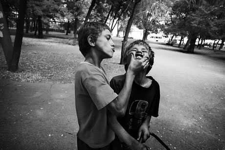 Yeraltında yaşayan sokak çocukları galerisi resim 11