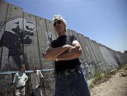 Pink Floyd, bu kez 'utanç duvarı'na karşı
