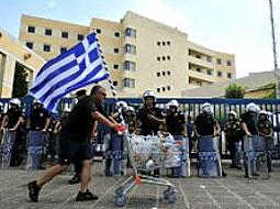 Yunanistan neredeyse battı batacak!