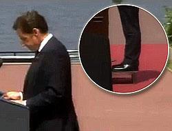Sarkozy'yi 5 santimetre topuk kesmedi