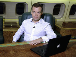 Medvedev: Batı'nın para ve teknolojisine ihtiyacımız var