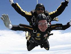 Baba Bush 85. yaşını havada kutladı