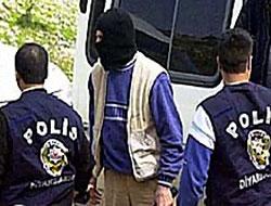 Hakkari'de araç tarandı: Biri polis üç ölü...