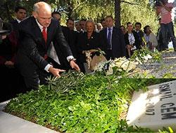 İsmail Cem'in mezarına, Yorgo'dan zeytin dalı