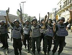 Pakistan Taliban militanlarına saldırı başlattı