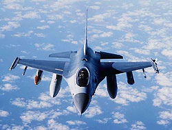 F-16, bombalarını Amerikan üssüne attı