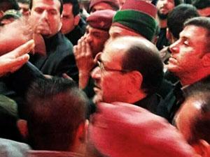 Şiiler, Nuri Maliki'yi taşladı