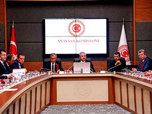 Anayasa değişiklik teklifi komisyondan geçti