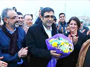HDP'li İdris Baluken: Bu arkamda gördüğünüz cezaevinde...