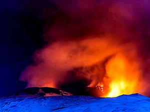 Etna Yanardağı'nda patlama