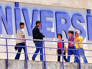 Üniversitelerde öğrenci sayısı arttı, akademisyen azaldı