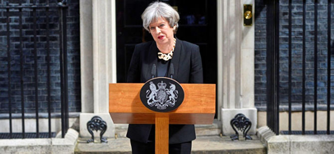 İngiltere başbakanı özür diledi