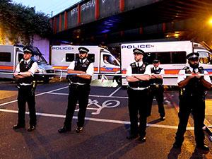 Londra'da camiden çıkanlara araçlı saldırı