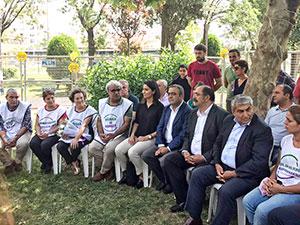 CHP heyeti 'Vicdan ve Adalet Nöbeti'ni ziyaret etti