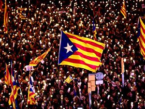Barselona'da yüz binler tutuklu siyasetçiler için yürüdü
