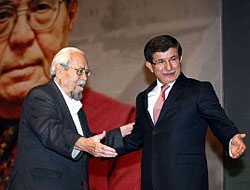 Davutoğlu'ndan Prof. İnalcık'a büyük vefa