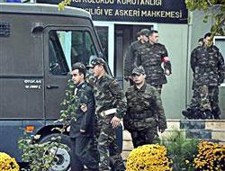 Askere el bombası veren teğmene 9 yıl hapis!