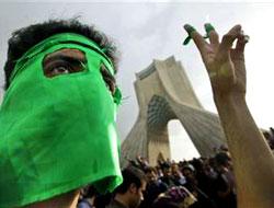 İranlı öğrenciler ve muhalifler sokakta