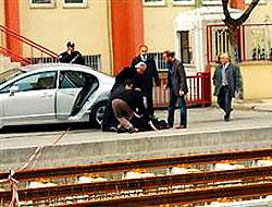 Öldüresiye dövüldü, polis seyretti! Video