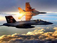 İki savaş uçağı havada çarpıştı!