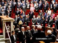 Fransız meclisinden hayatını kaybedenler için saygı duruşu